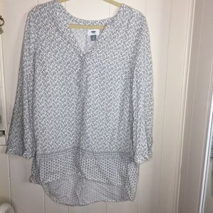 Old Navy paisley top black and white size Medium